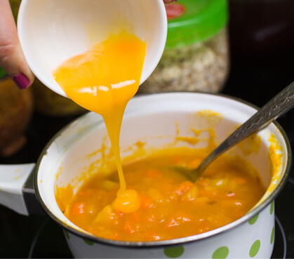 Słoneczna zupa zżółtkiem