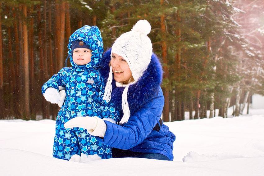 Zimowy spacer zniemowlakiem