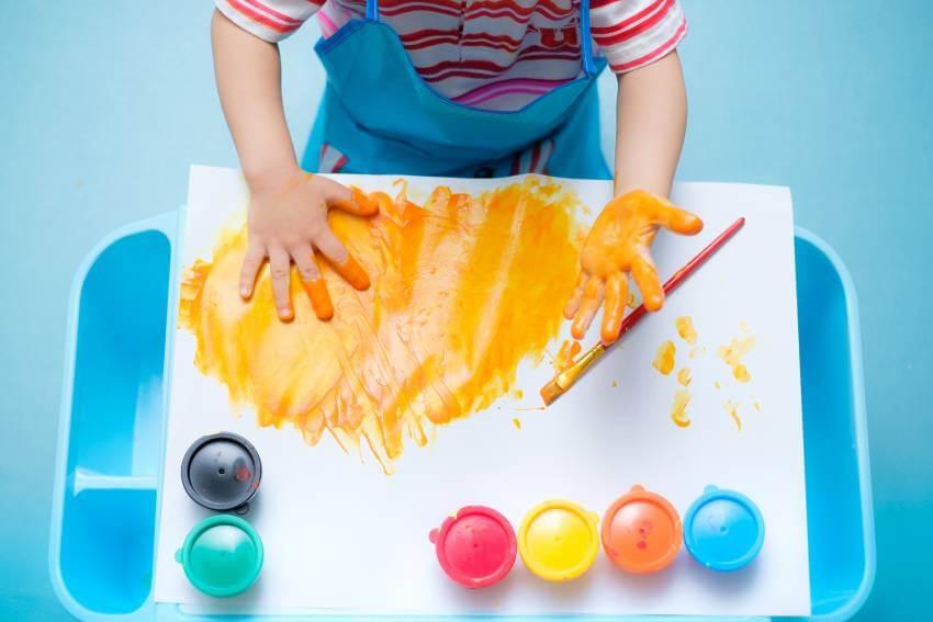Jak rozwijać talent plastyczny dziecka?